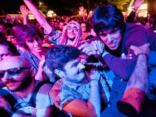 O público voltou a encher o recinto para mais uma noite cheia de música e energia positiva. Foto: