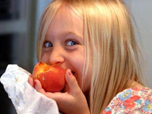 Crianças mais expostas à televisão têm uma maior probabilidade de terem uma má alimentação Foto: Flickr