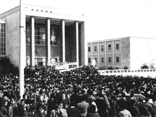 Estudantes em protesto aquando da ocupação da cidade universitária, em 1962 Foto: crise62.net