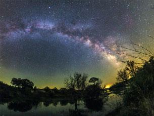 O Céu visto da Terra é composto por 24 fotografias de grande formato e duas panorâmicas gigantes Foto: Miguel Claro