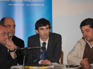 O debate promovido pela JS teve lugar no espaço Maus Hábitos Foto: Diana Ferreira