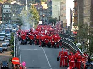O desfile de Pais Natal regressa às ruas do Porto este domingo Foto: Carlos Rodrigues / Arquivo JPN