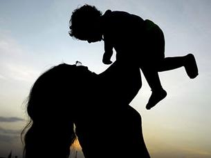 Acho que o dia da mãe não deve deixar de ser festejado mesmo que os filhos cresçam, afirma Maria Emília Capela Foto: DR