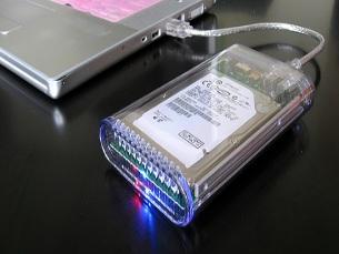 Os discos externos são a forma mais rápida e eficaz de criar cópias de segurança Foto: Karen/Flickr