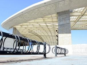 Perto das portas 7, 12 e 21 há três pontos de parqueamento, com cerca de 150 lugares disponíveis Foto: DR