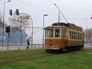 O Museu do Carro Elétrico vai organizar uma viagem noturna pela linha da marginal Foto: Arquivo JPN