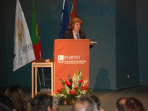 """Elisa Ferreira foi a convidada para o debate """"Novos Paradigmas"""" na FEUP Foto: Fabiana Pais"""