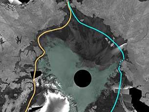 Zona a cinzento representa áreas sem gelo e a linha laranja a rota mais directa da passagem aberta Foto: ESA