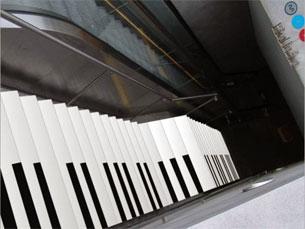 O objectivo é incentivar os utentes a utilizar menos as escadas rolantes Imagem: DR