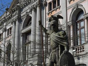 """A estátua """"O Porto"""" está agora na Praça da Liberdade, em frente à de D. Pedro IV Foto: Ana Rita Sousa"""