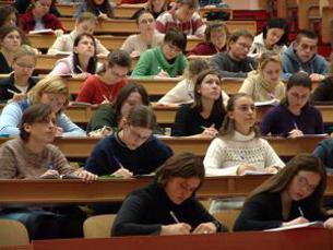 10 anos depois, os problemas dos estudantes continuam a ser tema do dia no JornalismoPortoNet Foto: DR