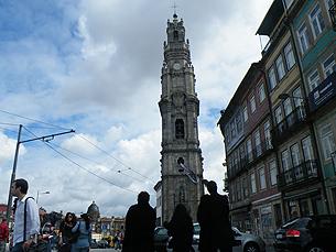 Torre dos Clérigos e a igreja anexa precisam de obras, diz o presidente da Irmandade dos Clérigos Foto: Amanda Ribeiro/Arquivo JPN