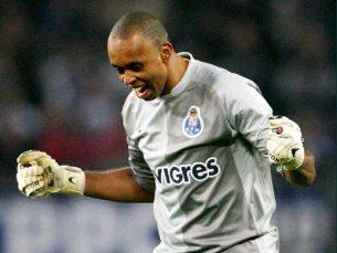 Helton foi sempre seguro entre os postos das balizas azuis e brancas Foto: FC Porto