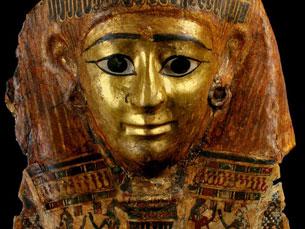 Vai ser mostrada uma máscara dourada que esteve 20 anos ausente para restauro Foto: DR