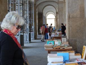 Feira do Livro Novo e Usado na UP atrai jovens e adultos Foto: Tânia Monteiro