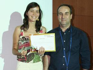 Vítor Santos, da Microsoft Portugal, entregou o prémio a Filipa Moura Foto: DR