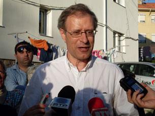 Francisco Louçã em visita ao Bairro de Adoar Foto: Sara Lima Azevedo