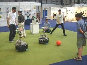 Robôs futebolistas foram algumas das criações apresentadas Foto: Tecminho