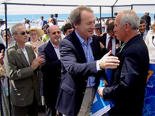Menezes entregou bandeiras azuis aos presidentes das juntas de freguesia Foto: Pedro Rios