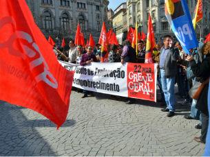A concentração dos manifestantes começou na avenida dos Aliados Foto: Joana Saraiva Domingues