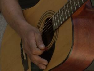 Para quem não tem guitarra o Instinct oferece um modelo virtual Foto: Instinct