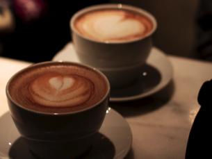 Duas chávenas de chocolate quente por dia podem ajudar a manter o cérebro mais ativo Foto: aktivioslo/Flickr