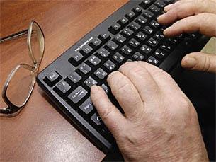 """Investigadora considera """"haver um défice de produtos próprios"""" para os idosos que utilizam a internet Foto: Photobucket"""
