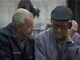Luís Figueiredo explica que Banco de Partilha Social quer ajudar os desempregados e os idosos Foto: DR