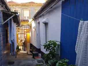 Mais de 10 mil portuenses vivem em ilhas. As condições são precárias e os moradores são chamados a alterar o panorama Foto: DR