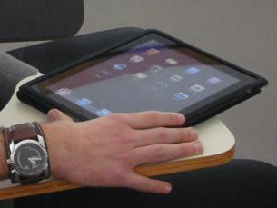 Nos EUA, o iPad2 foi um sucesso de vendas logo no primeiro fim