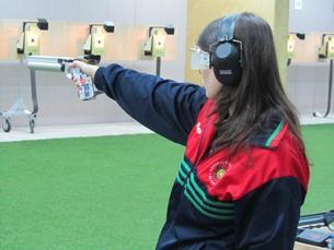 Joana não se dedica completamente ao tiro: é farmacêutica de profissão Foto: DR