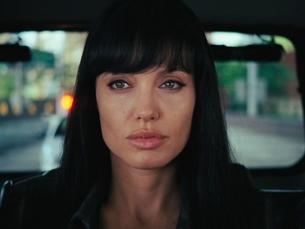 Angelina Jolie é Evelyn Salt