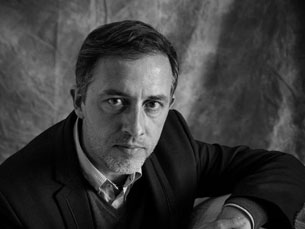 """Nascido em 1971, o escritor venceu o prémio com a obra """"Uma Mentira Mil Vezes Repetida"""" Foto: Alfredo Cunha"""