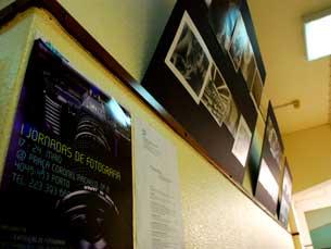 Até 24 de Maio, estão expostos trabalhos fotográficos dos alunos do curso de Jornalismo e Ciências da Comunicação Foto: Luís Pedro Carvalho