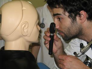 """Laboratório de simuladores clínicos permite o contacto com um conjunto """"alargado"""" de equipamentos Foto: DR"""