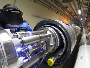 O LHC tem um comprimento de 27 quilómetros sob terreno francês e suíço Foto: