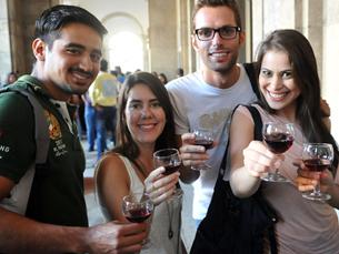 Para além das castanhas, haverá vinho, danças, jogos tradicionais e algumas surpresas Foto: DR
