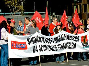 Com as empresas a fechar, o descontentamento começa a sair à rua Foto: Pedro Simões/ Flickr