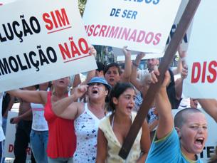 Manifestantes protestaram contra o projecto de requalificação do Bairro do Aleixo Foto: Tiago Dias