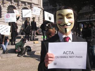 O Acordo Comercial Anticontrafação tem levado milhares de pessoas para as ruas em protesto Foto: Susana Faria