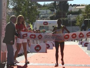 Os atletas africanos dominaram o pódio da 9.ª maratona do Porto Foto: JPN