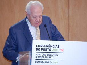 Rui Rio moderou o debate que reuniu Mário Soares e Freitas do Amaral na Biblioteca Almeida Garrett Foto: Diana Ferreira