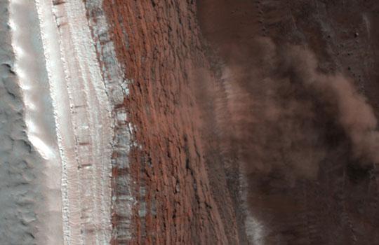 As imagens da avalanche foram captadas por acaso Foto: NASA