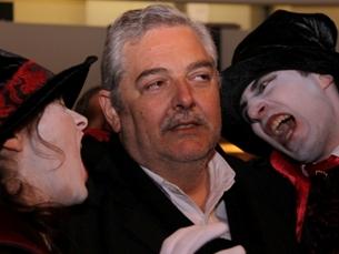 """Mário Dorminsky, da organização, apanhado nas teias do """"Fantas"""" Foto: Pedro Ferreira"""