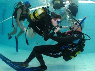 O mergulho adaptado permite a pessoas com deficiência praticarem a actividade Foto: MergulhoMania