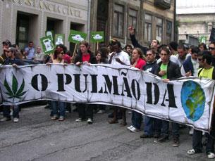 Os manifestantes marcharam pela despenalização do consumo de marijuana Foto: Joana Caldeira Martinho