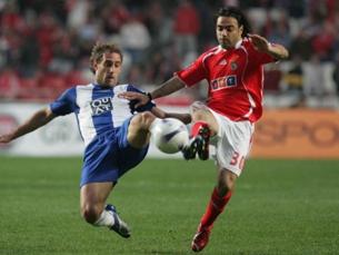 Miccoli foi o autor de um dos três remates que o Benfica atirou ao poste. Foto: Espanyol
