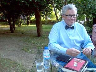 Miguel Esteves Cardoso foi muito requisitado pelos presentes Foto: Joana Pina
