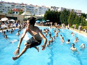 Com o cartaz fechado é altura de pensar nos saltos para a piscina de Barcelos ao som do Milhões de Festa Foto: Miguel Refresco
