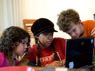 As crianças entre os nove e os doze anos mentem em relação à idade para entrar nas redes sociais Foto: walfredo.cirne/Flickr